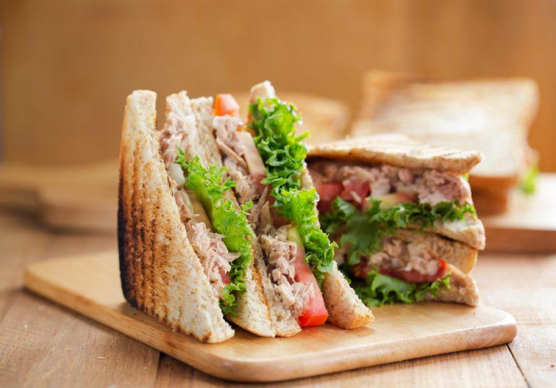 Бутерброд с тунцом
