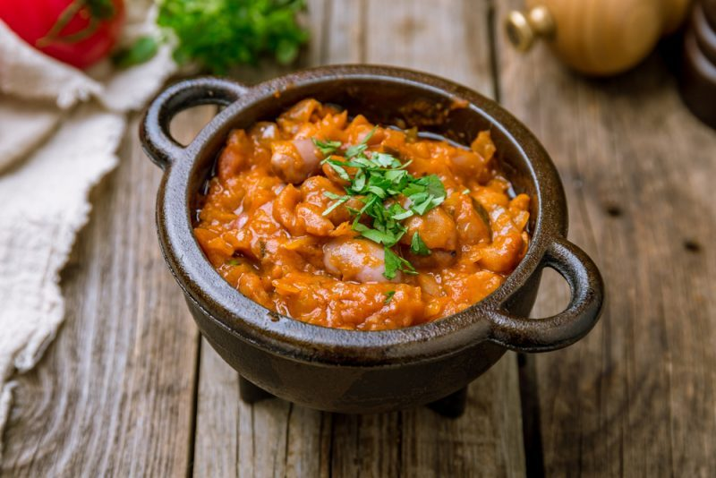 Тушеная фасоль с мясом и грибами