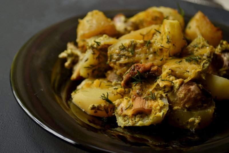 Запеченный картофель с белыми грибами