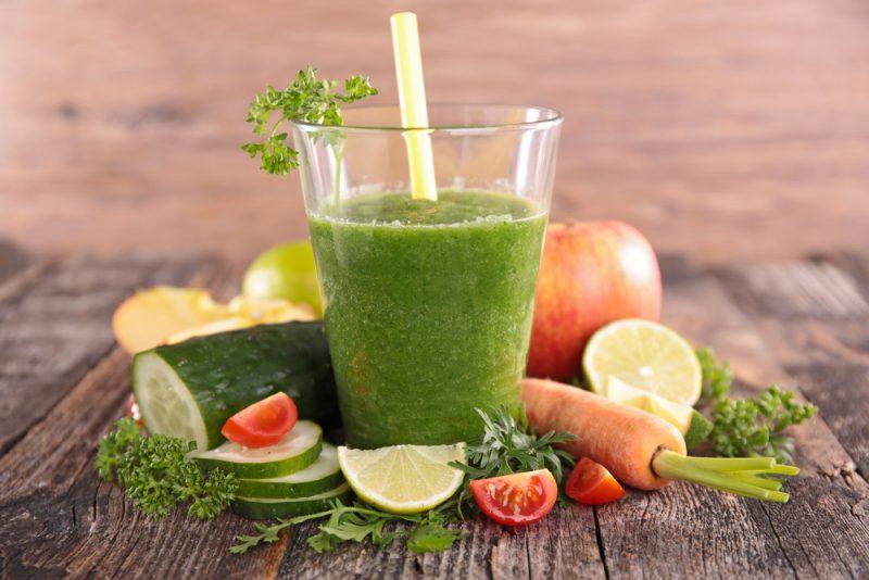 Освежающий огуречный смузи с зеленью