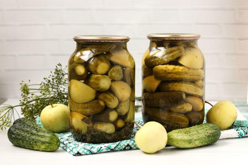 Маринованные огурцы с яблоками и болгарским перцем