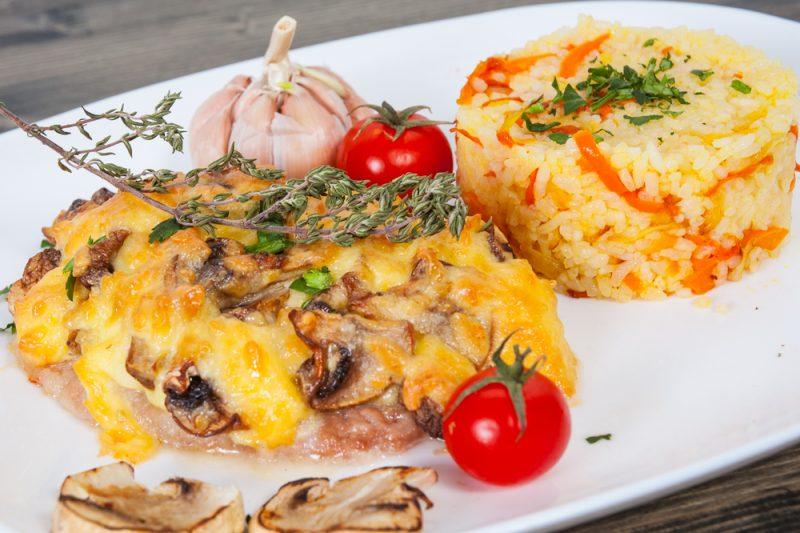 Говяжье мясо по-французски с грибами