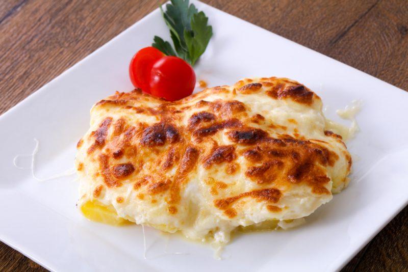 Куриные отбивные в духовке на картофельной подушке