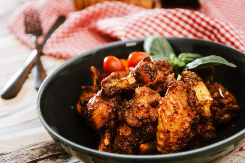 Картофель с куриными крылышками в рукаве