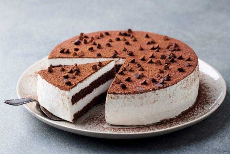 Второй рецепт торта для дня рождения: Бисквитный торт.