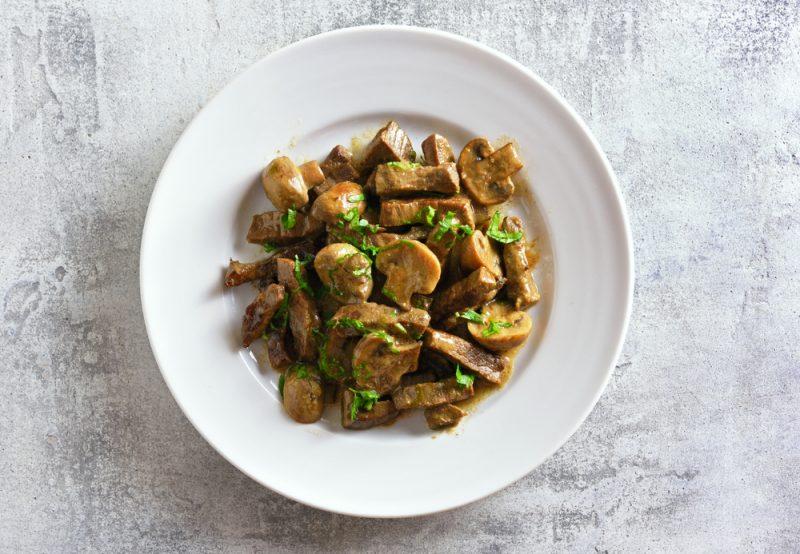 Белые грибы, жареные в сливках