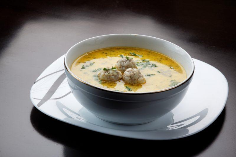 Суп с фрикадельками и беконом