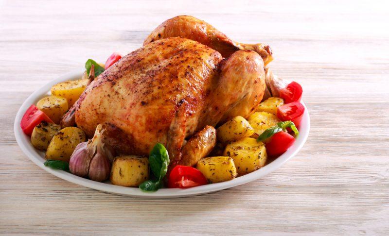 Как запечь курицу в духовке с овощами