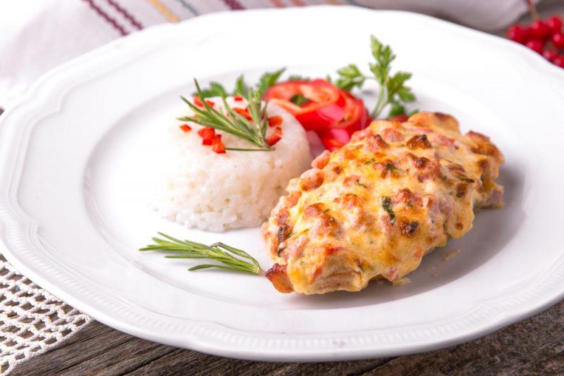 Быстрый рецепт отбивных из куриного филе с сыром