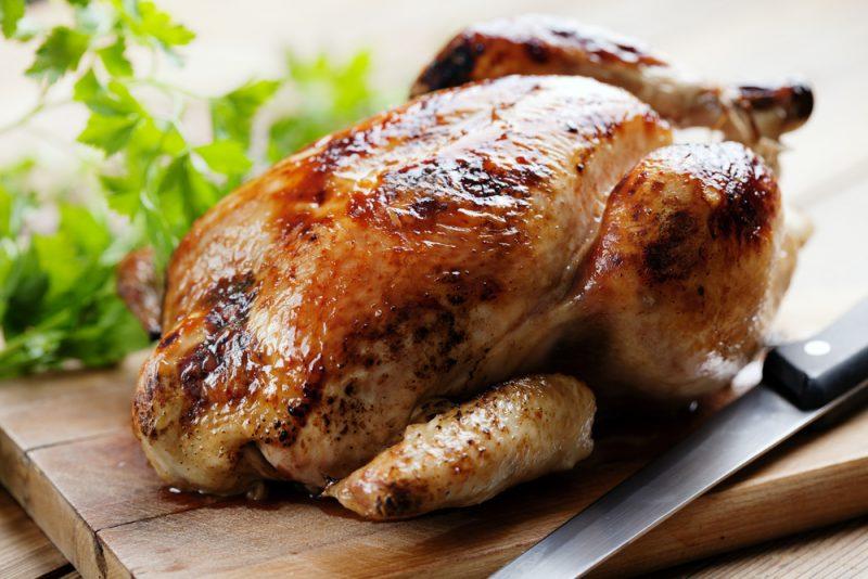 Сливочная курица в духовке целиком: рецепт со сметаной