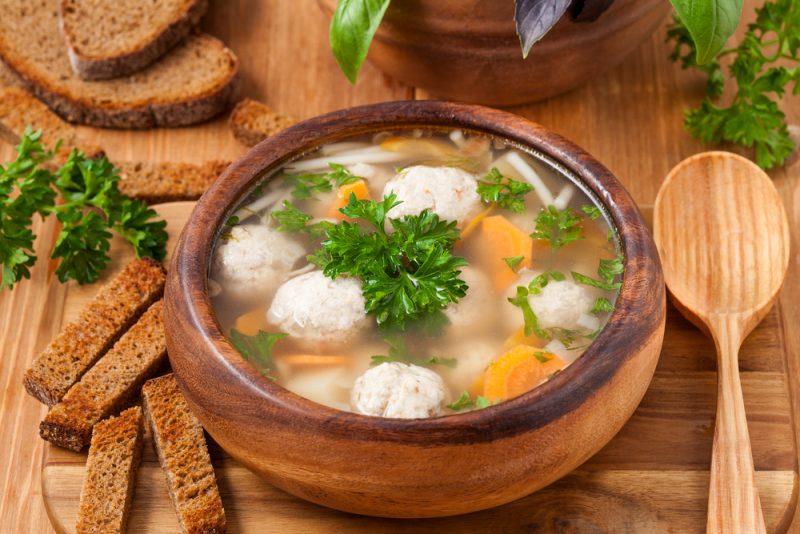 Суп вкусный и простой с фрикадельками и клецками