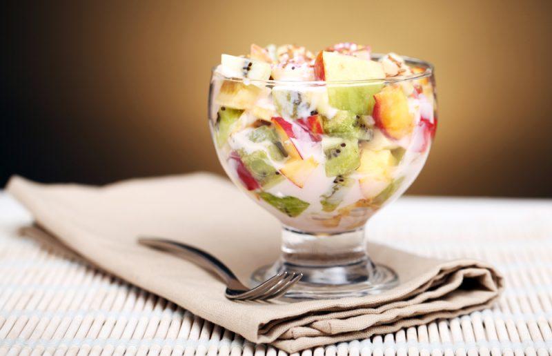Вкусный фруктовый салат: рецепт простой с йогуртом