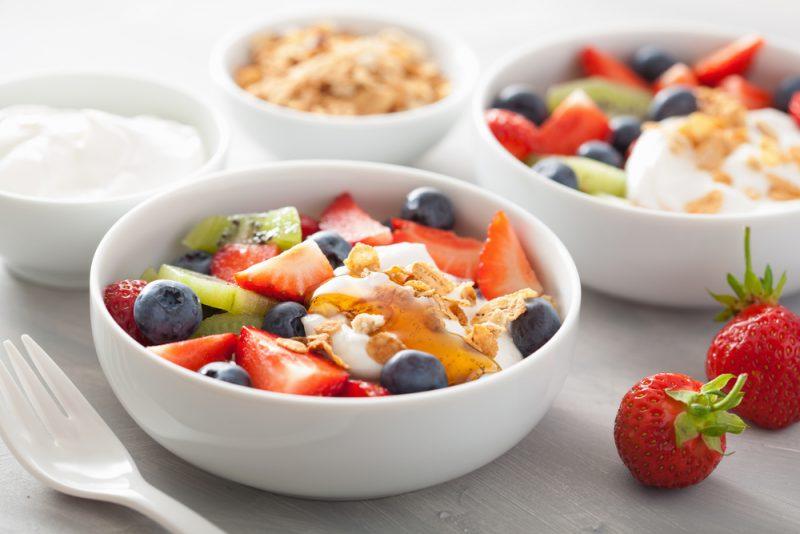 Оригинальный фруктовый салат: рецепт с йогуртом фото пошагово