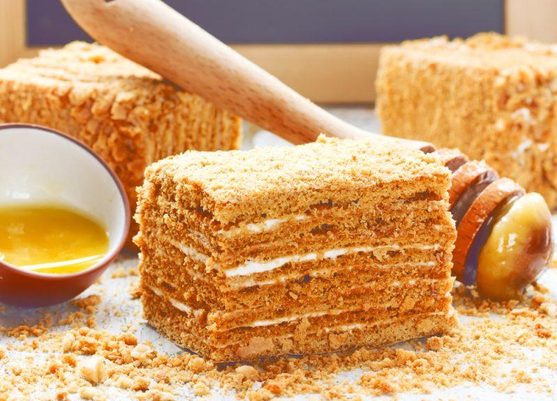 Диетический торт медовик: рецепт на кефире