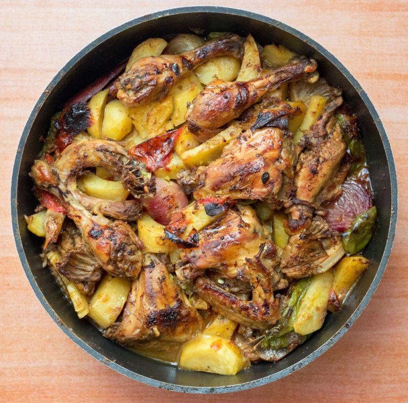 Окорочка в духовке, запеченные с картофелем