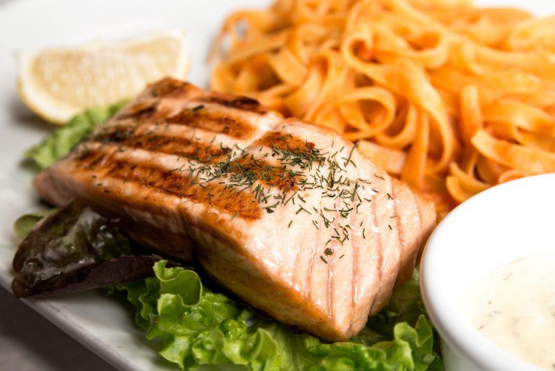 Как правильно приготовить спагетти с семгой в сливочном соусе?