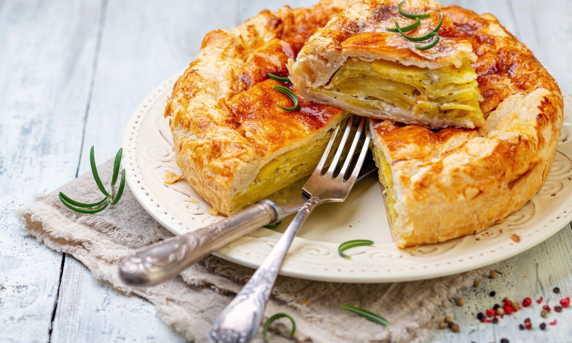 Простые рецепты ароматных пирогов с картошкой в духовке