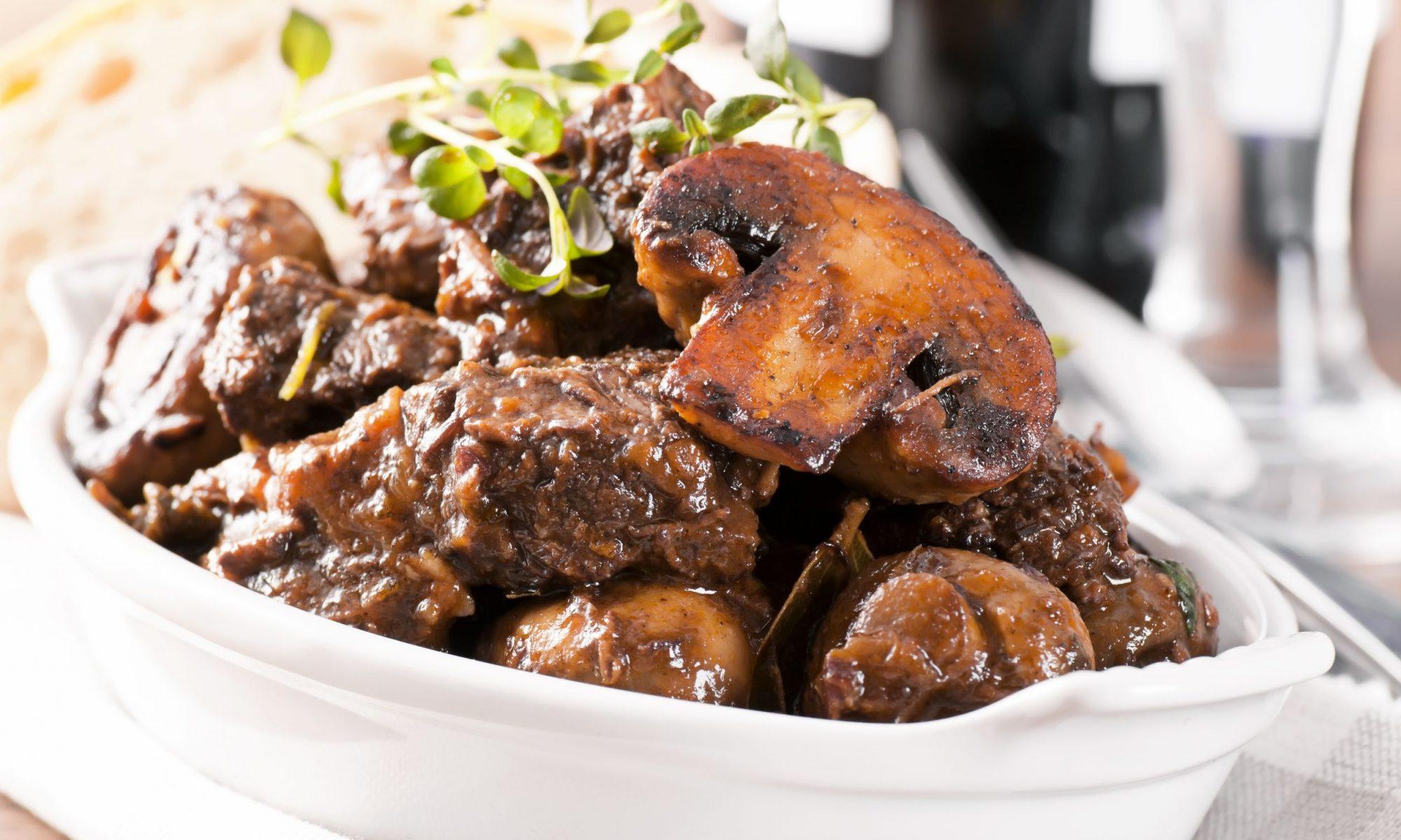 Рецепты тушеной свинины на сковороде от Шефмаркет