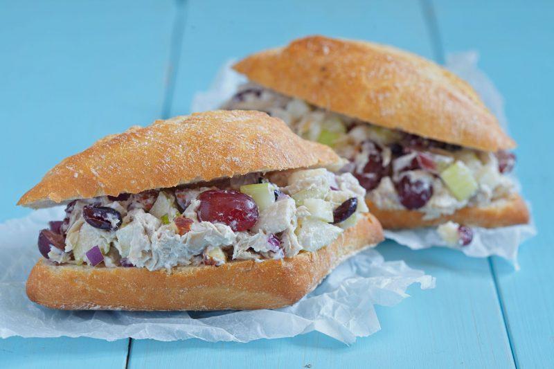 Рецепт салата с курицей и виноградом в чиабатте