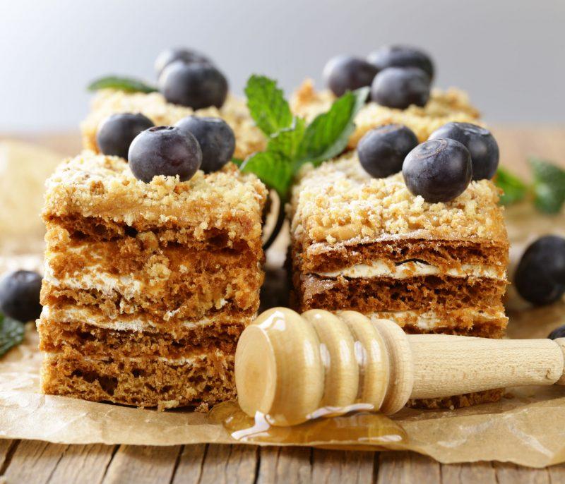 Бисквитный торт медовый