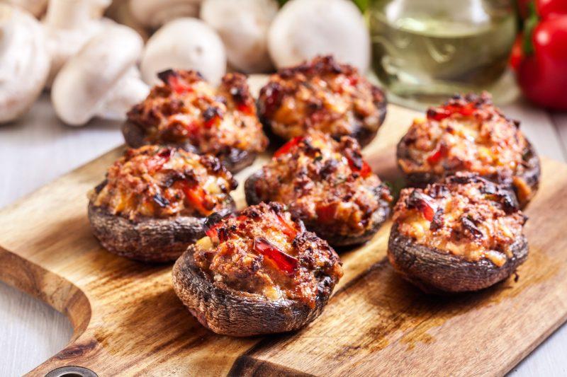 Фаршированные грибочки с ароматным болгарским перцем