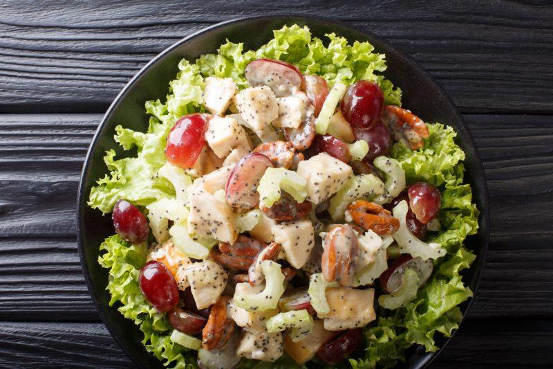Салат оригинальный с курицей и виноградом