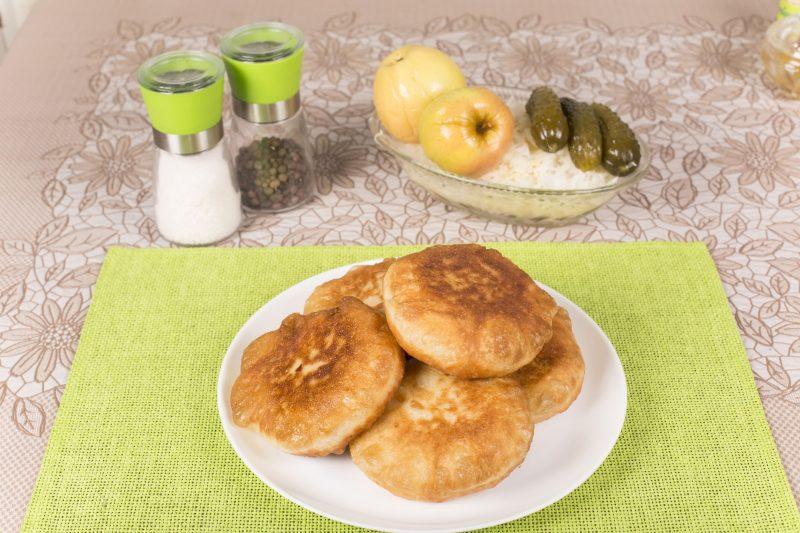 Быстрый рецепт теста для жареных пирожков на кефире с яйцами