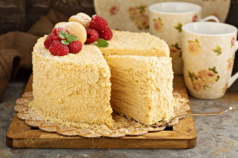 Рецепт слоеного торта на сковороде