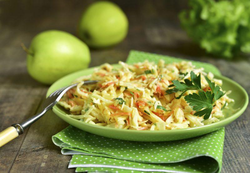 Быстрое квашение капусты в домашних условиях: рецепты с яблоками