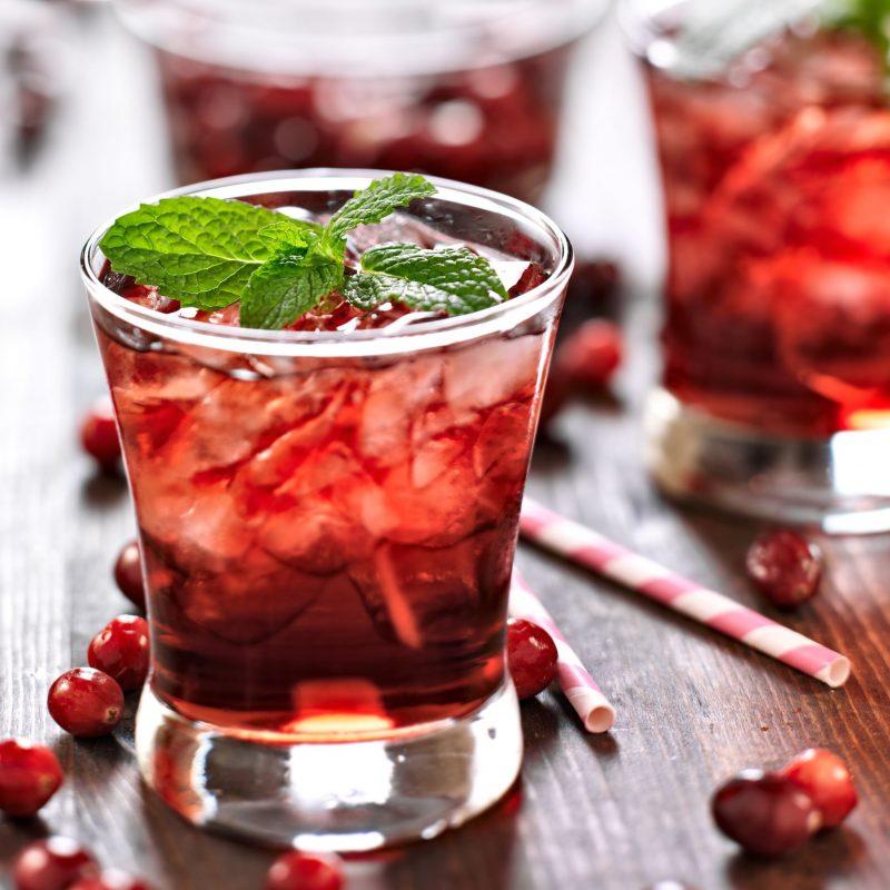 Коньячный напиток с ягодами и фруктами