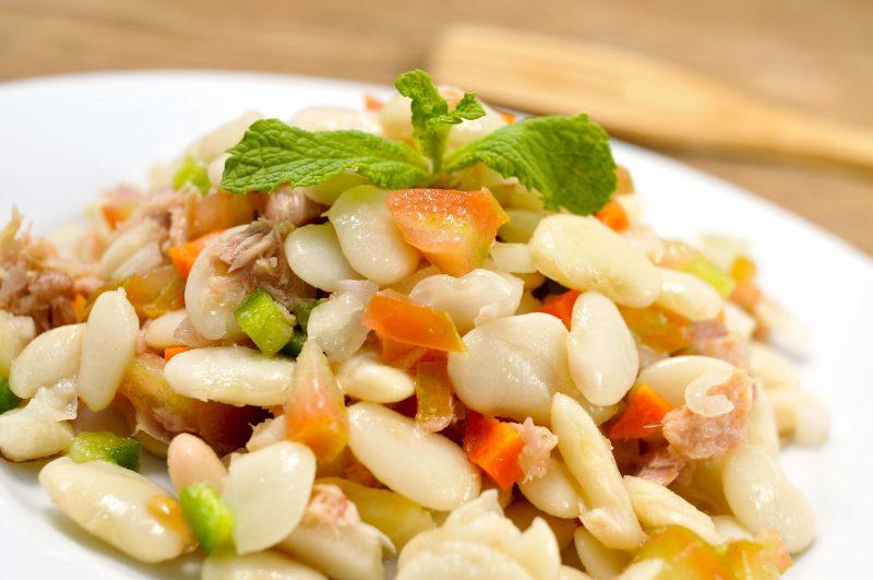 Готовим салат из свиного сердца с фасолью