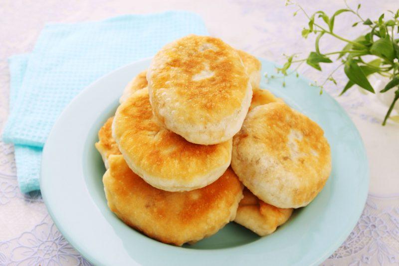 Дрожжевой рецепт пирогов на кефире на сковороде