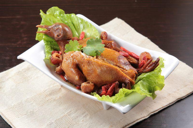 Нежная курица в духовке целиком: рецепт с фото