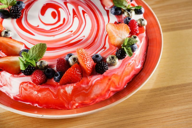 Бисквитно-желейный торт с фруктами