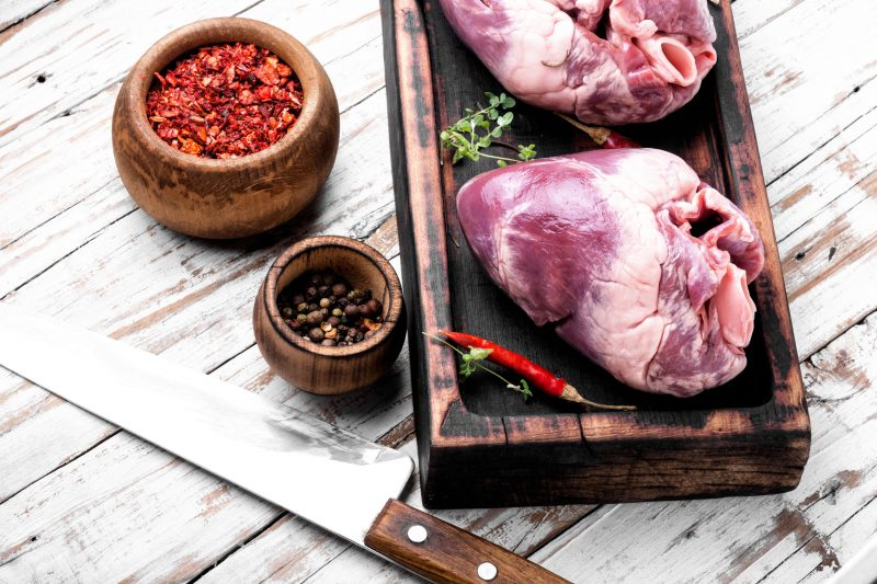 Рецепт простого салата из свиного сердца со свежим огурцом