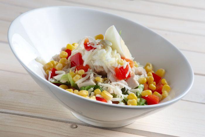 Салат с сыром и яйцами