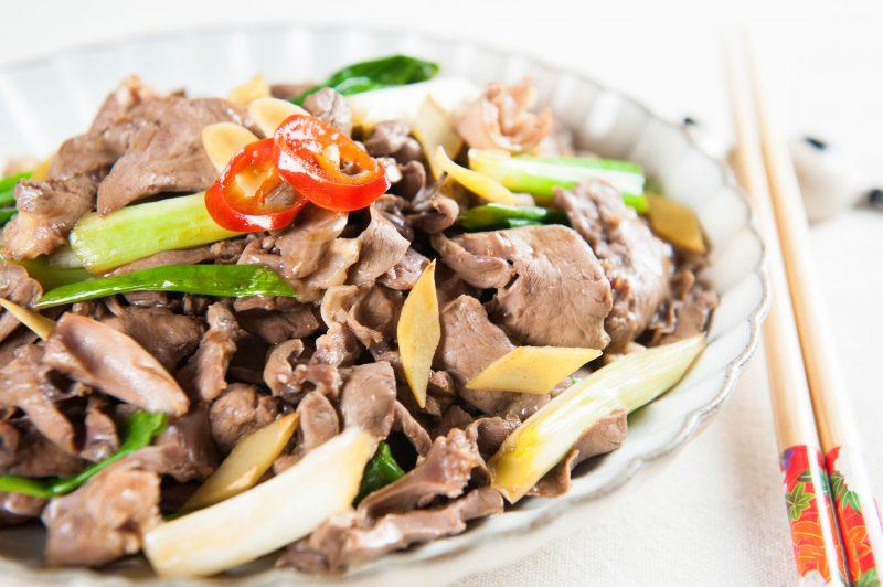 Готовим салат из свиного сердца с маринованным луком