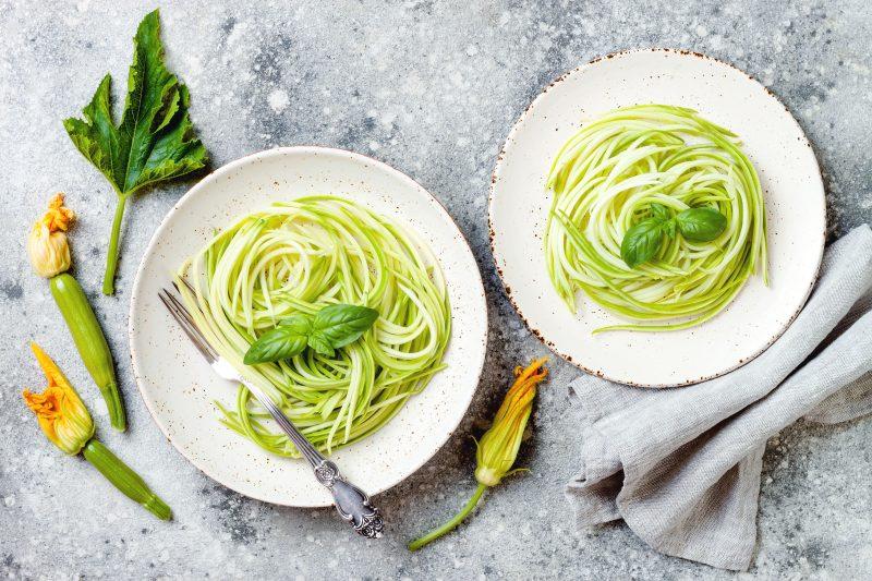 Салат легкий и вкусный из свежего кабачка