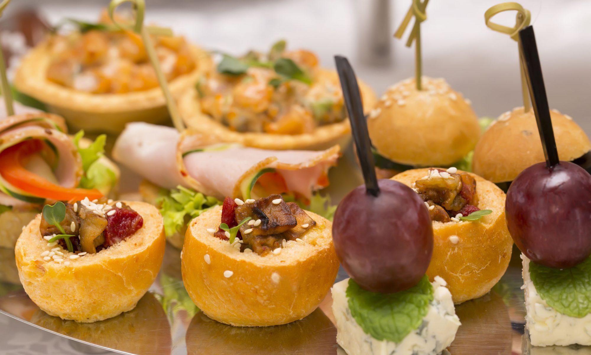 Вкусные салаты и закуски к праздничному столу