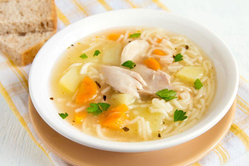 Рецепт овощного супа с лапшой и куриным филе