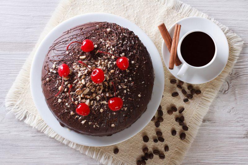 """Шоколадный торт с вишней """"Черный принц"""""""