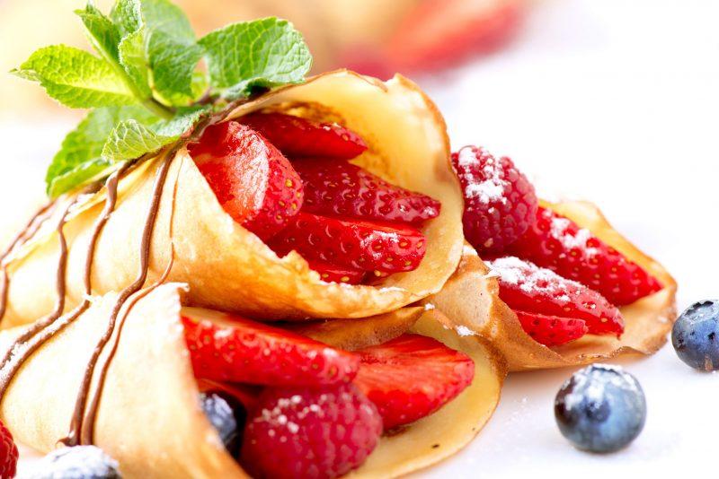Блинчики на дрожжах рецепт тонкие с дырочками и яблочной начинкой