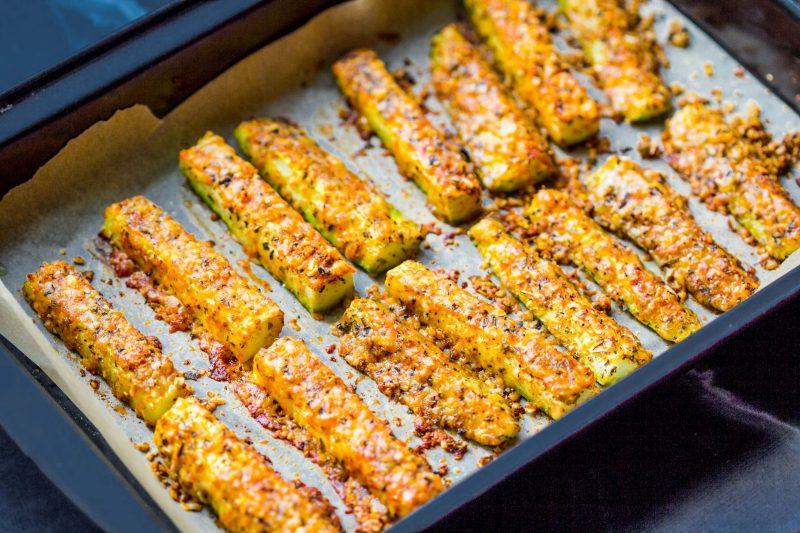 Кабачково-баклажанные палочки в сырной панировке
