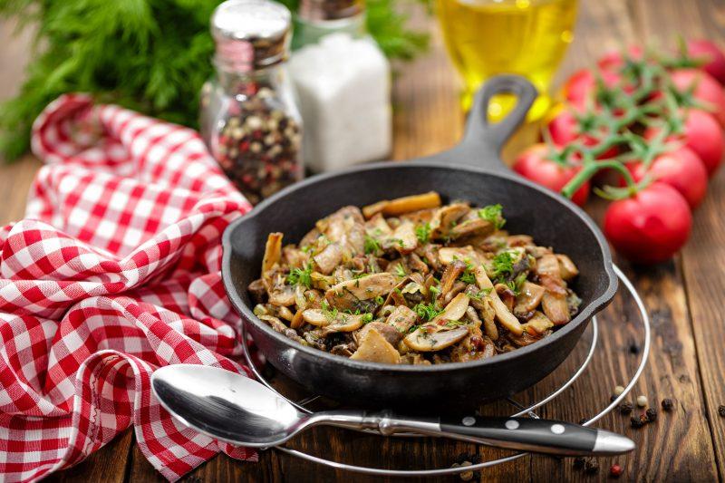 Грибы, тушёные с ячневой крупой или рисом