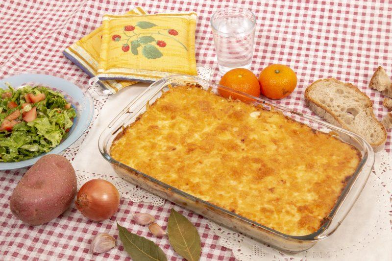 Рыба под овощами и сыром