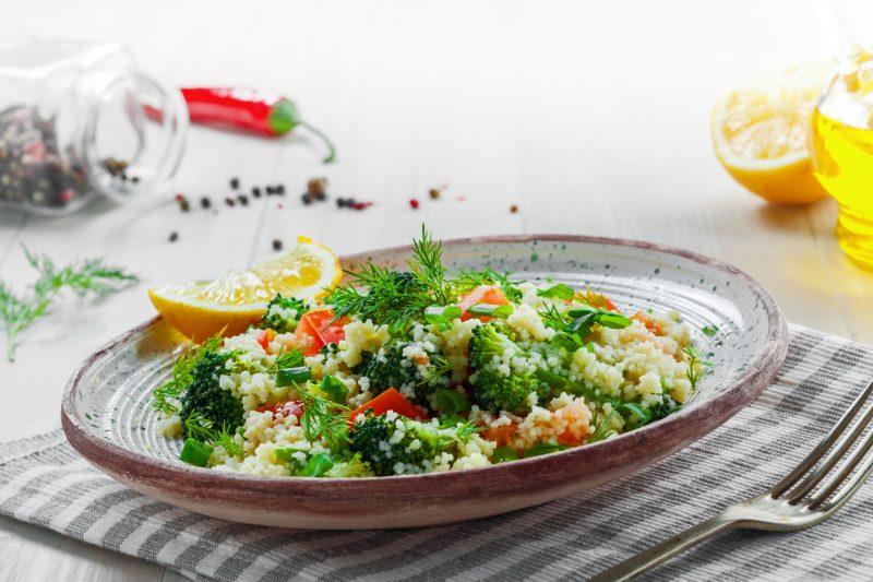 Крупяной салат с овощами и зеленью