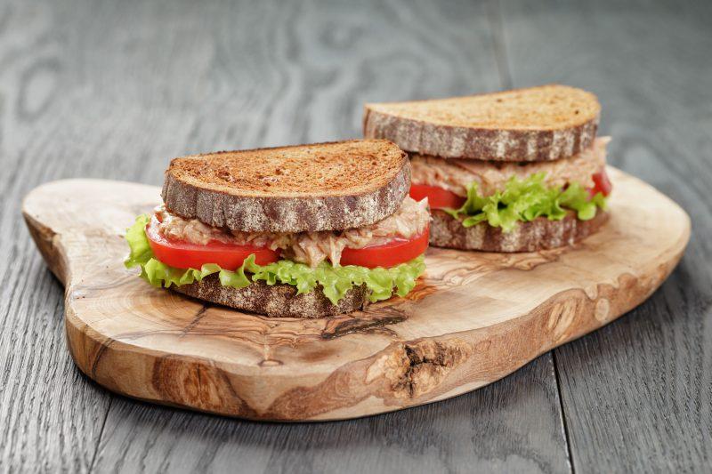 Простые бутерброды с тунцом