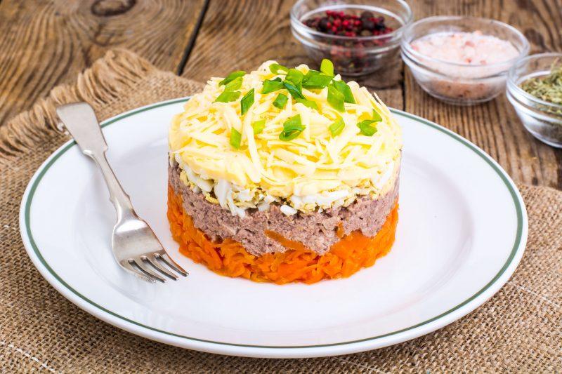 Салат с сыром и печенью трески