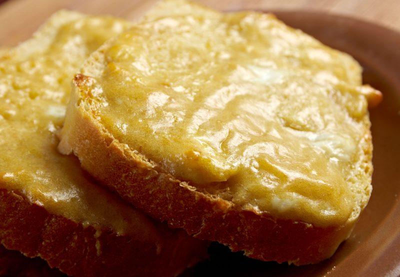 Рецепт сырных гренок к пиву