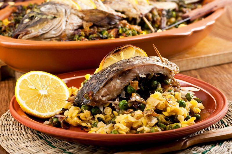 Запеченная рыбка на подушке из овощей